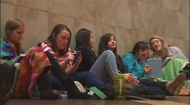 'Twilight' fans line up for midnight opening (2)