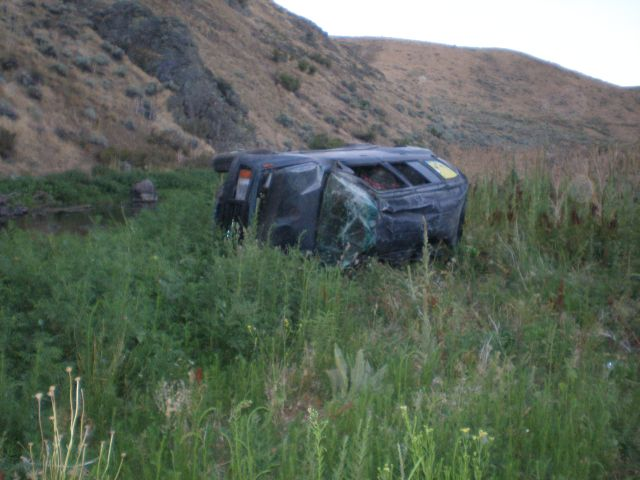 Mom killed, 3 teens survive E. Oregon car crash