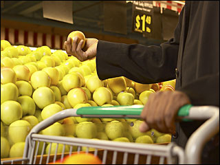 Grocery shoppers go for local foods