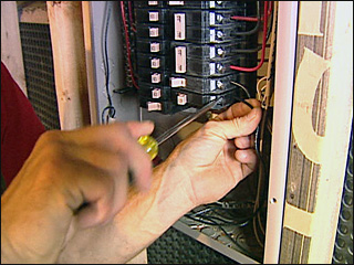 Unlicensed electricians face stiffer fines in Oregon