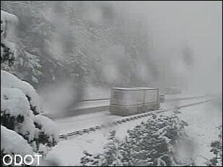 Snow closed I-5 between Oregon and California