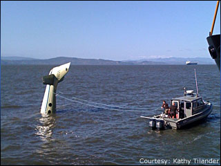 Small plane goes down in the Columbia River at Astoria, 2 survive