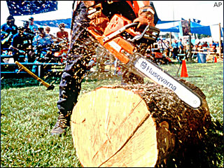 It's chainsaw sculpting time in Reedsport
