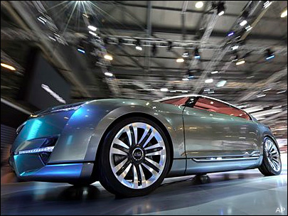 Automakers show off hybrids at Geneva Auto Show