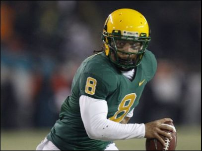 UO quarterback to face felony burglary charge