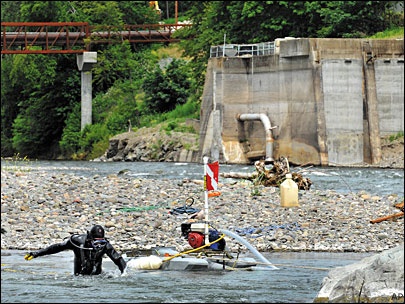 Hobby miners drawn to Rogue River