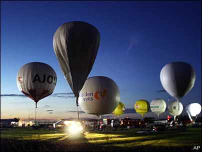 Balloonists hold out hope for pair missing in race
