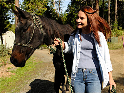 Starved Oregon horse survives, inspires with spirit