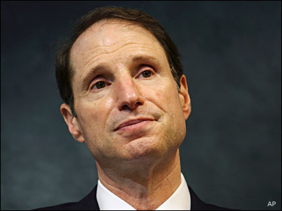 Wyden, senators ask president to release targeted killing memos