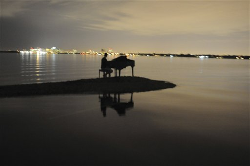 Miami-Bay Piano