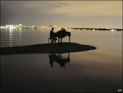 Mystery solved: Teen put piano on Miami sandbar