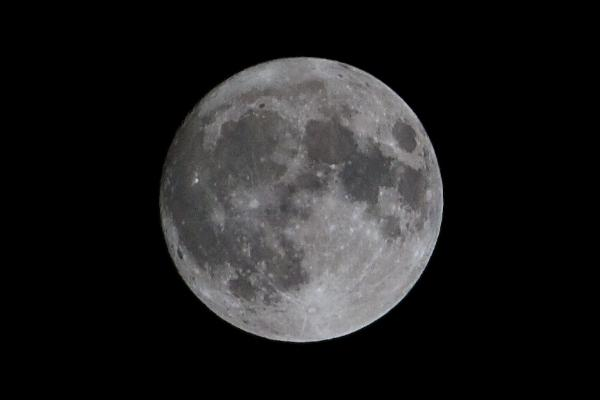 110321south_eugene_supermoon