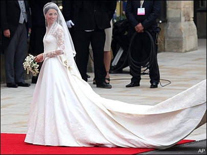 Kate triumphs in &#39;fairytale&#39; wedding dress