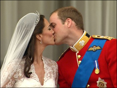 Watch: William and Kate's balcony kiss