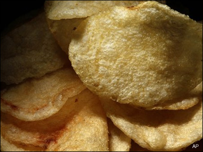 Police: Trail of potato chips leads to suspect