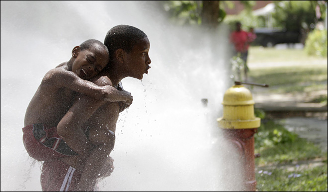 Nation wilts as heat wave spreads eastward