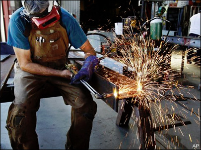 US factory orders fell 0.5 percent in June