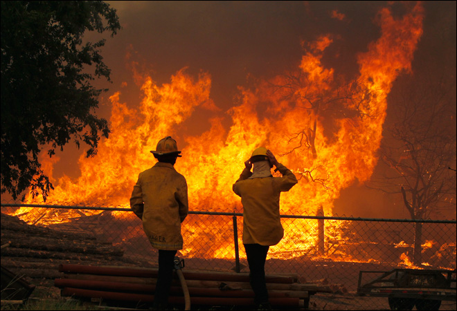 Wildfire destroys nearly 500 homes in Texas