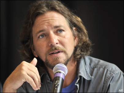 Eddie Vedder takes issue with Romney comments