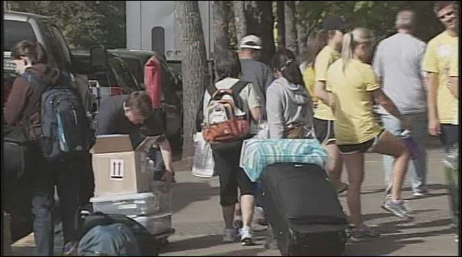 UO students get a move on for move-in day