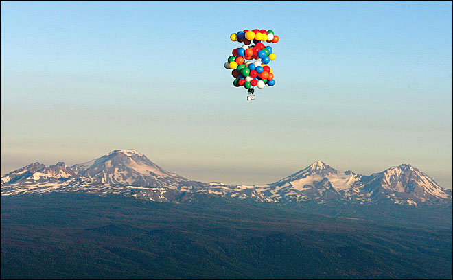 Oregon's lawn-chair balloonist plans Iraq flight