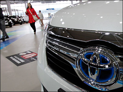 Safety chief defends probe of Toyota acceleration