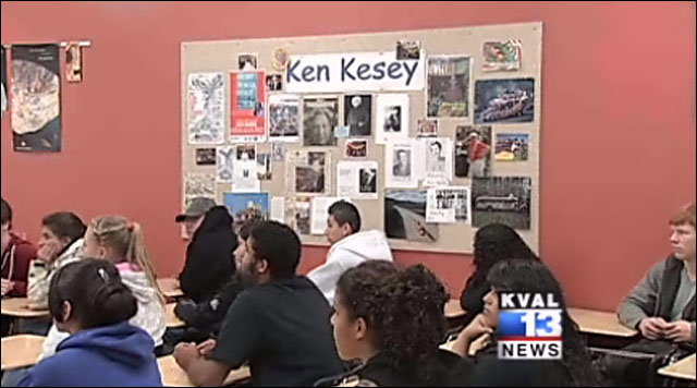Students at author&#39;s high school read works 10 years after his death