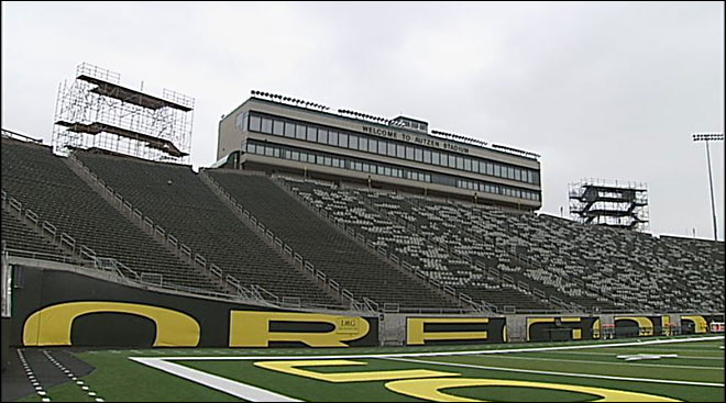 UO tests temp seating towers at Autzen