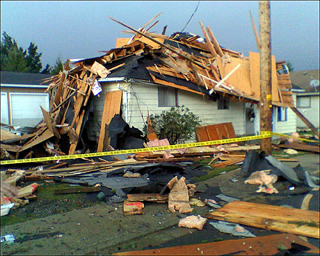 Tornado stirs memories in Oregon town
