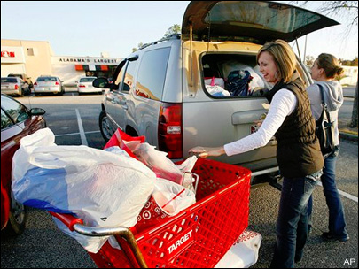 Last-minute buyers top off strong shopping season