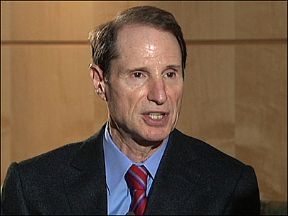 Wyden blocks extension of surveillance law