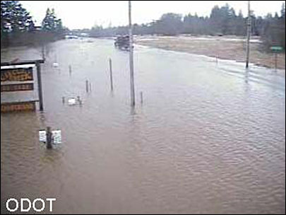 Stretch of Hwy 101 closed to cars due to high water
