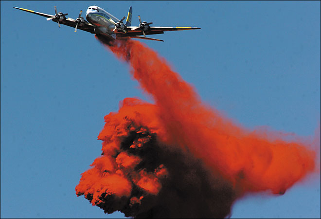 Sens. fear Forest Service slow to replace old fire retardant planes