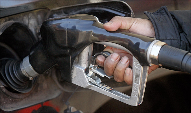 Cheaper gas drives down U.S. wholesale price index