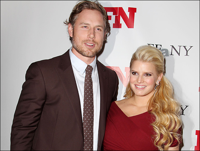Jessica Simpson's Christmas gift: She's pregnant