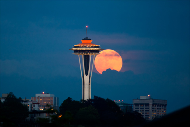 Super Moon rises over Seattle