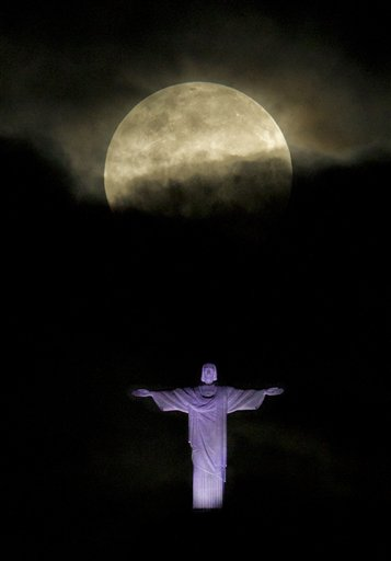 APTOPIX Brazil Supermoon