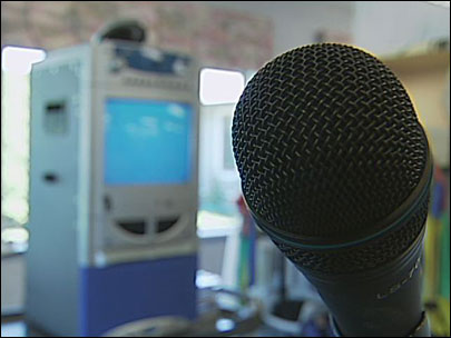 Karaoke helps woman recover from brain damage