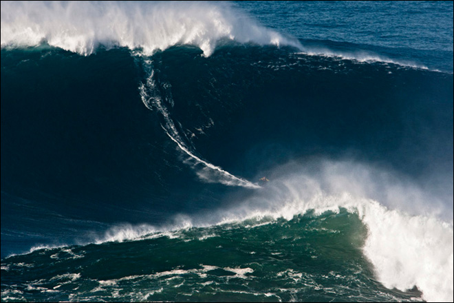 Guinness recognizes surfer for riding 78-foot wave