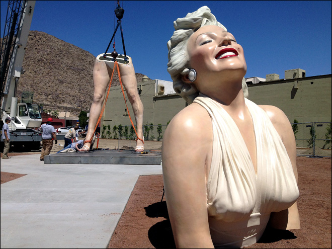 Huge Marilyn Monroe statue arrives in Palm Springs