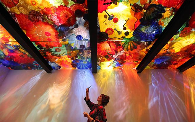 Long-awaited Chihuly glass exhibit opens