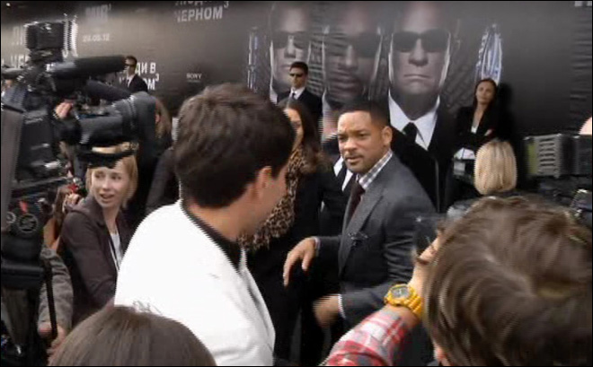 Will Smith slaps journalist who tries to kiss him