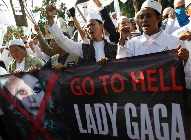 Lady Gaga cancels Indonesian show after threats
