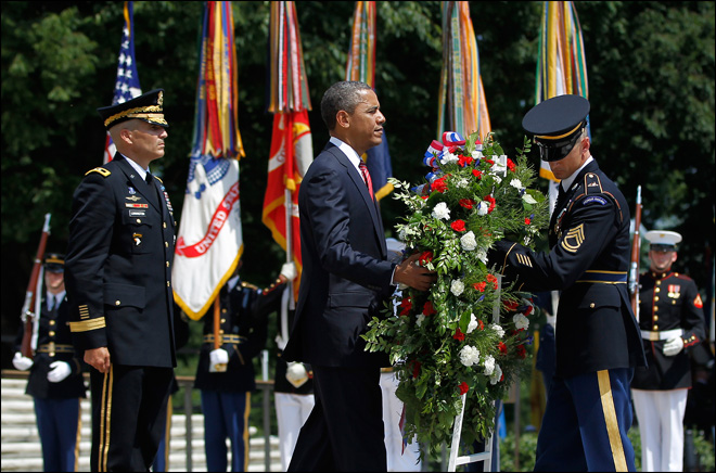 Obama honors fallen troops at Arlington Cemetery