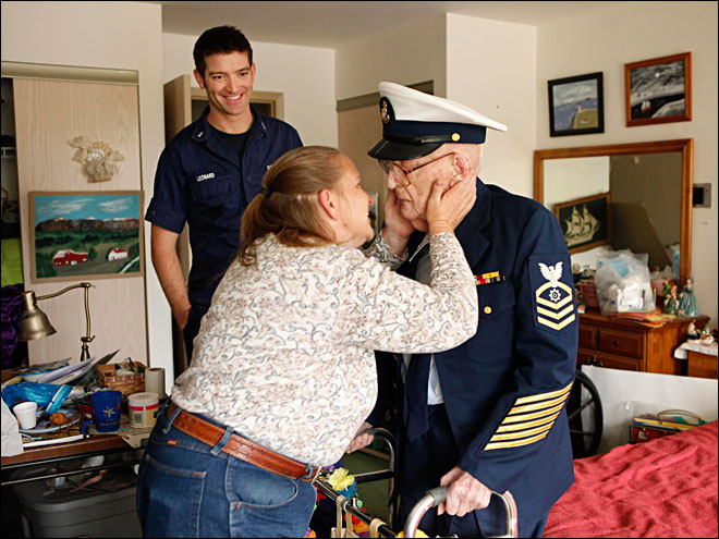 Oregon's oldest Coast Guard veteran honored