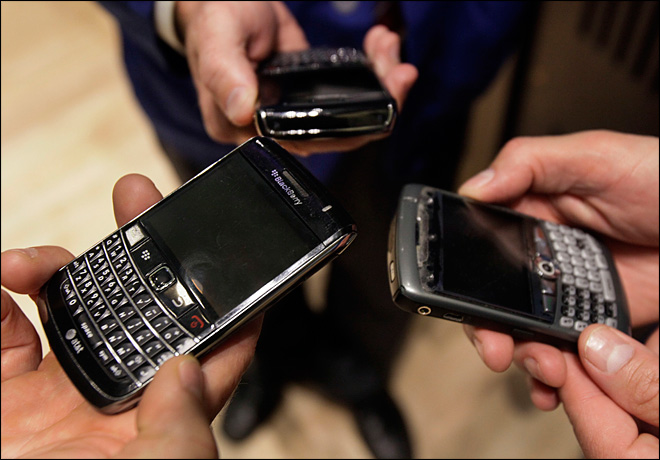 Struggling BlackBerry maker begins job cuts