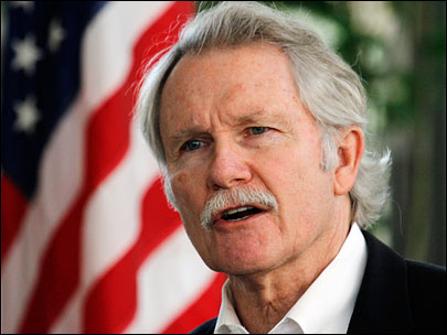Kitzhaber bans smoking on state office grounds