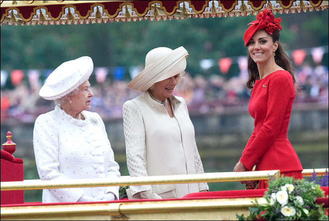 Photos: British queen leads 1,000-strong jubilee flotilla