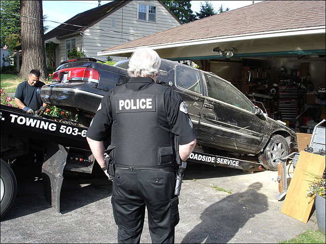 Car Crashes into Milwaukie Home