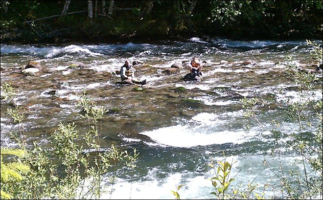 Raw Video: Kayakers airlifted from Oregon river